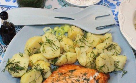 Gotowane ziemniaki z masłem i koperkiem